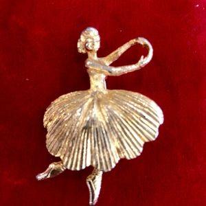 Jewelry - Vintage ballerina brooch